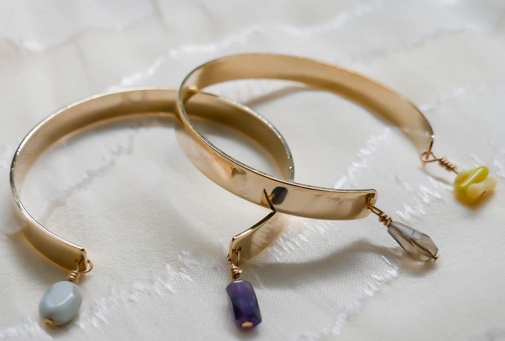 Smycken som ligger och skräpar