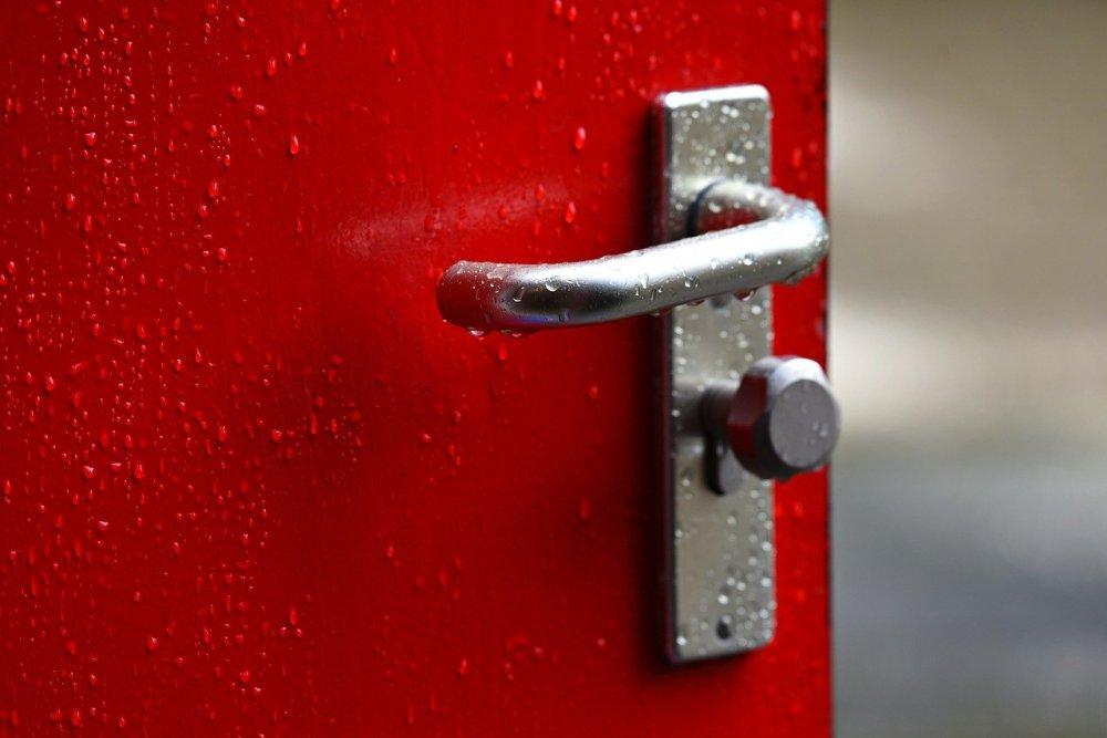 Låst dörr är ett mänskligt behov