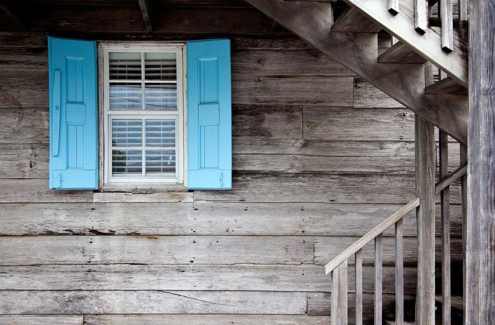 Klassiska fönster med sidohängning